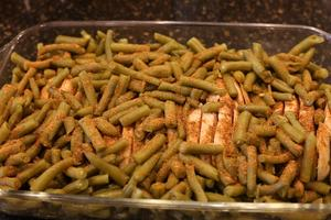Completely drain the green beans and spread them on top of the chicken breasts. Sprinkle beans liberally with Sensational Seasonings Pork Rub.